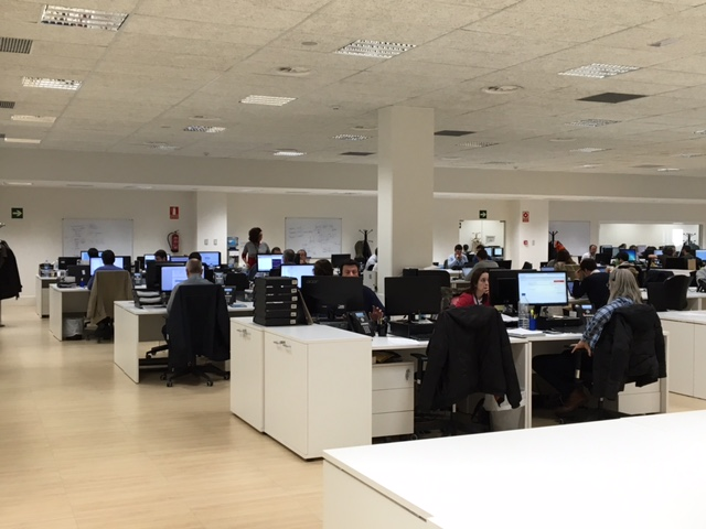 Centro log stico mango palau 1 edaie for Oficinas sanitas barcelona